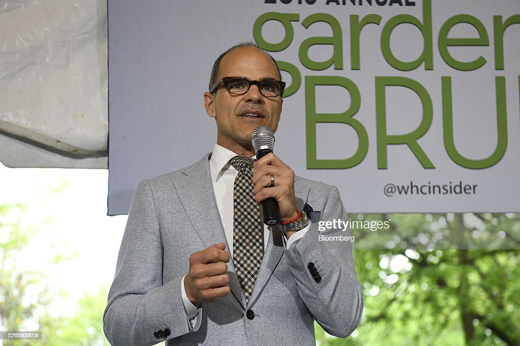 Actor <a gi-track='captionPersonalityLinkClicked' href=/galleries/search?phrase=Michael+Kelly+-+Schauspieler&family=editorial&specificpeople=4604075 ng-click='$event.stopPropagation()'>Michael Kelly</a>, center, speaks at the 23rd Annual White House Correspondents' Garden Brunch in Washington, D.C., U.S., on Saturday, April 30, 2016. The event will raise awareness for Halcyon Incubator, an organization that supports early stage social entrepreneurs 'seeking to change the world' through an immersive 18-month fellowship program. Photographer: David Paul Morris/Bloomberg via Getty Images