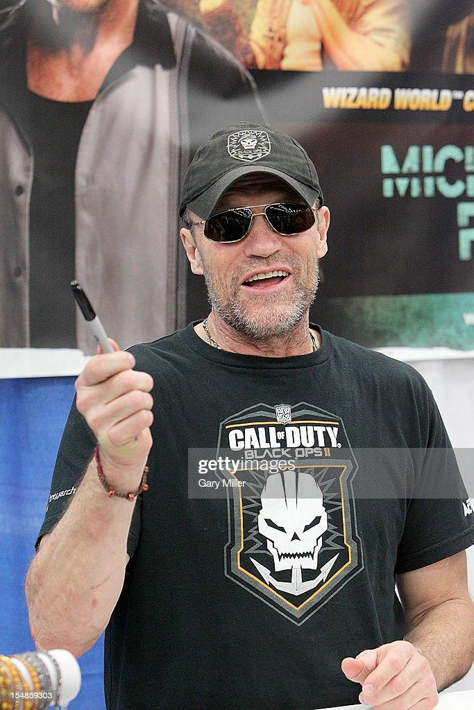 Actor <a gi-track='captionPersonalityLinkClicked' href=/galleries/search?phrase=Michael+Rooker&family=editorial&specificpeople=640228 ng-click='$event.stopPropagation()'>Michael Rooker</a> attends the Wizard World Austin Comic Convention at the Austin Convention Center on October 27, 2012 in Austin, Texas.