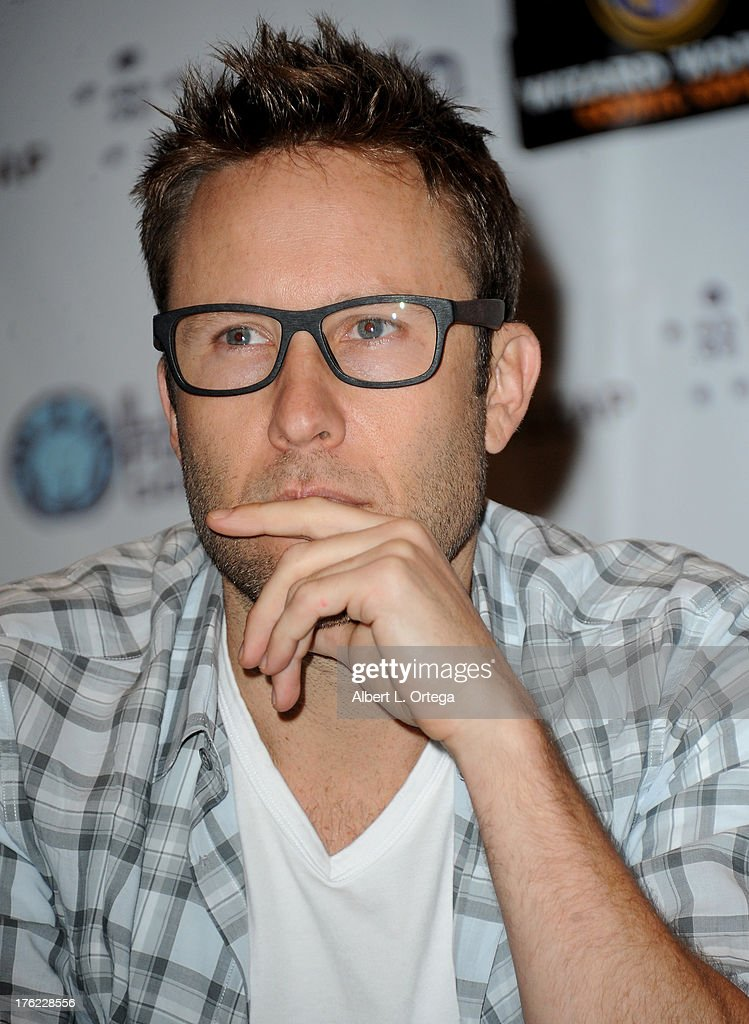 Actor Michael Rosenbaum attends Day 3 of Wizard World Chicago Comic Con 2013 held at the Don... Show more - actor-michael-rosenbaum-attends-day-3-of-wizard-world-chicago-comic-picture-id176228556