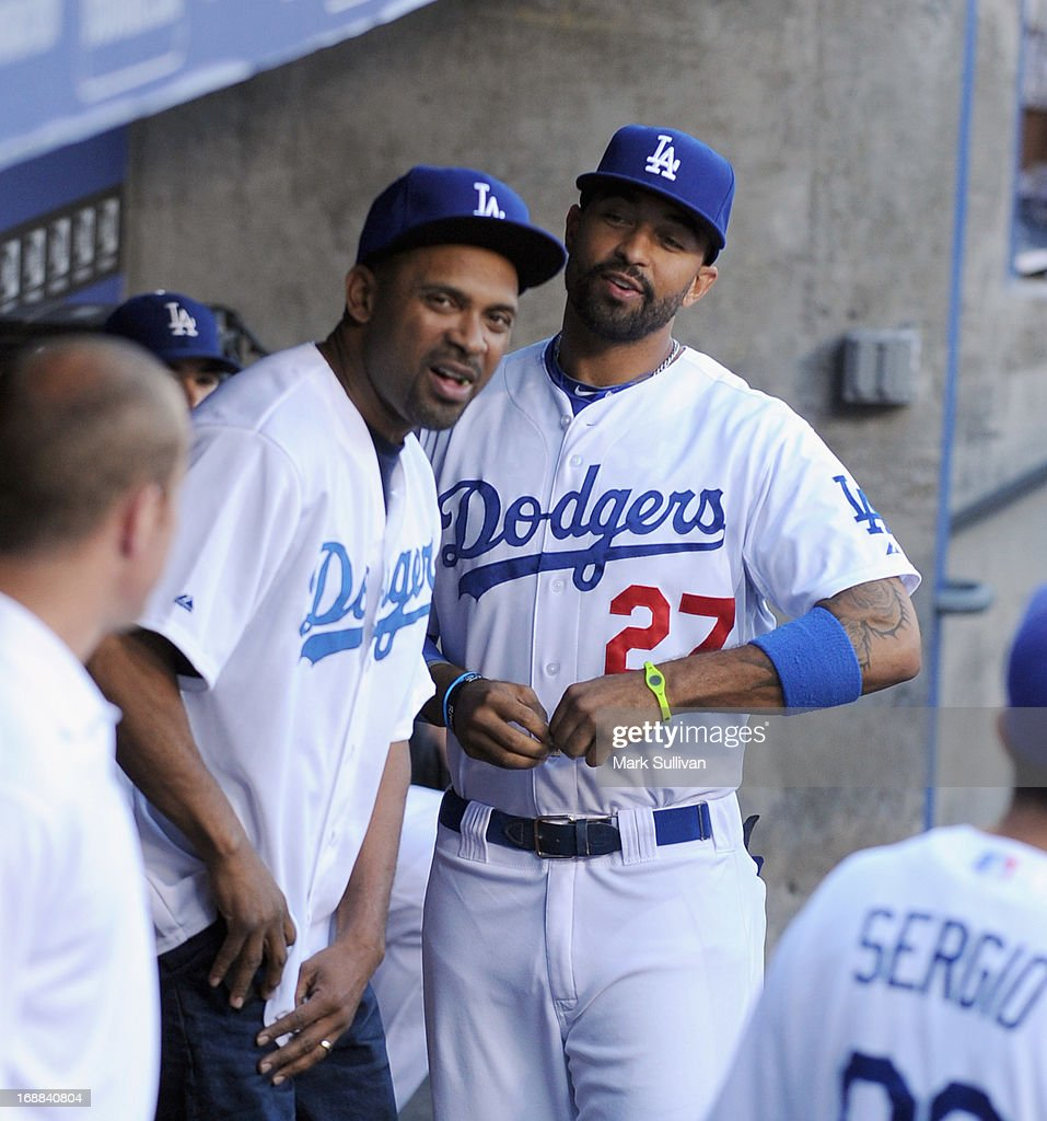Actor <a gi-track='captionPersonalityLinkClicked' href=/galleries/search?phrase=Mike+Epps&family=editorial&specificpeople=2137559 ng-click='$event.stopPropagation()'>Mike Epps</a> (L) and Dodger outfielder <a gi-track='captionPersonalityLinkClicked' href=/galleries/search?phrase=Matt+Kemp&family=editorial&specificpeople=567161 ng-click='$event.stopPropagation()'>Matt Kemp</a> in the Dodger dugout before the MLB game between the Los Angeles Dodgers and Washington Nationals at Dodger Stadium on May 15, 2013 in Los Angeles, California.
