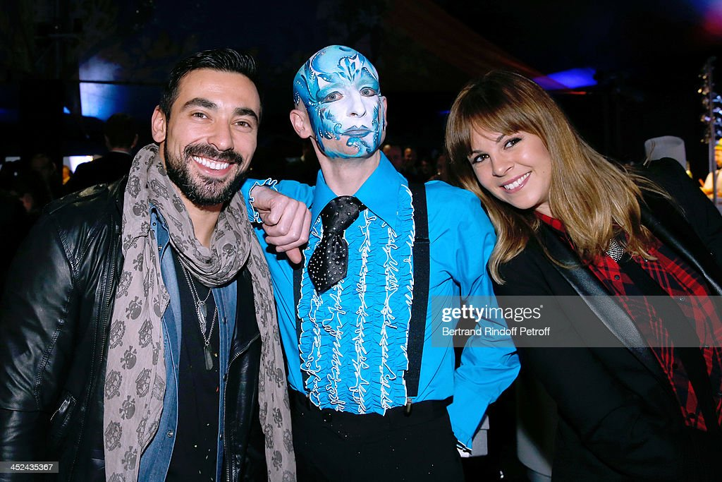 Actor of the Cirque standing between Paris-Saint-Germain Football Player <a gi-track='captionPersonalityLinkClicked' href=/galleries/search?phrase=Ezequiel+Lavezzi&family=editorial&specificpeople=5451126 ng-click='$event.stopPropagation()'>Ezequiel Lavezzi</a> and his companion attend the 'One Drop' Gala, held at Cirque du Soleil on November 28, 2013 in Paris, France.