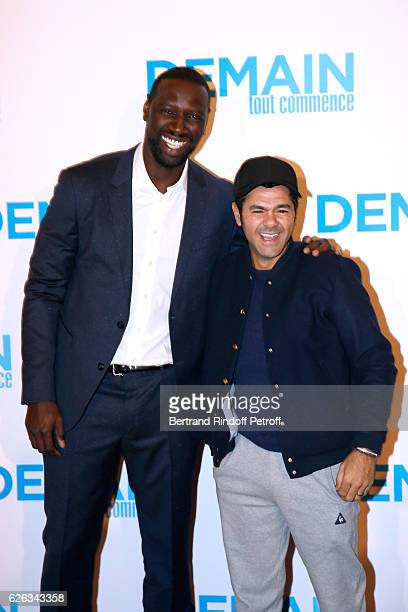 Actor of the movie Omar Sy and humorist Jamel Debbouze attend the 'Demain Tout Commence' Paris Premiere at Cinema Le Grand Rex on November 28 2016 in...