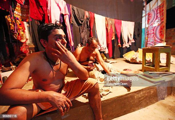 Actor of the traditional temple dance drama Kathakali cleans his skin after a show on December 16 2009 in Varkala near Trivandrum Kerala IndiaThe red...