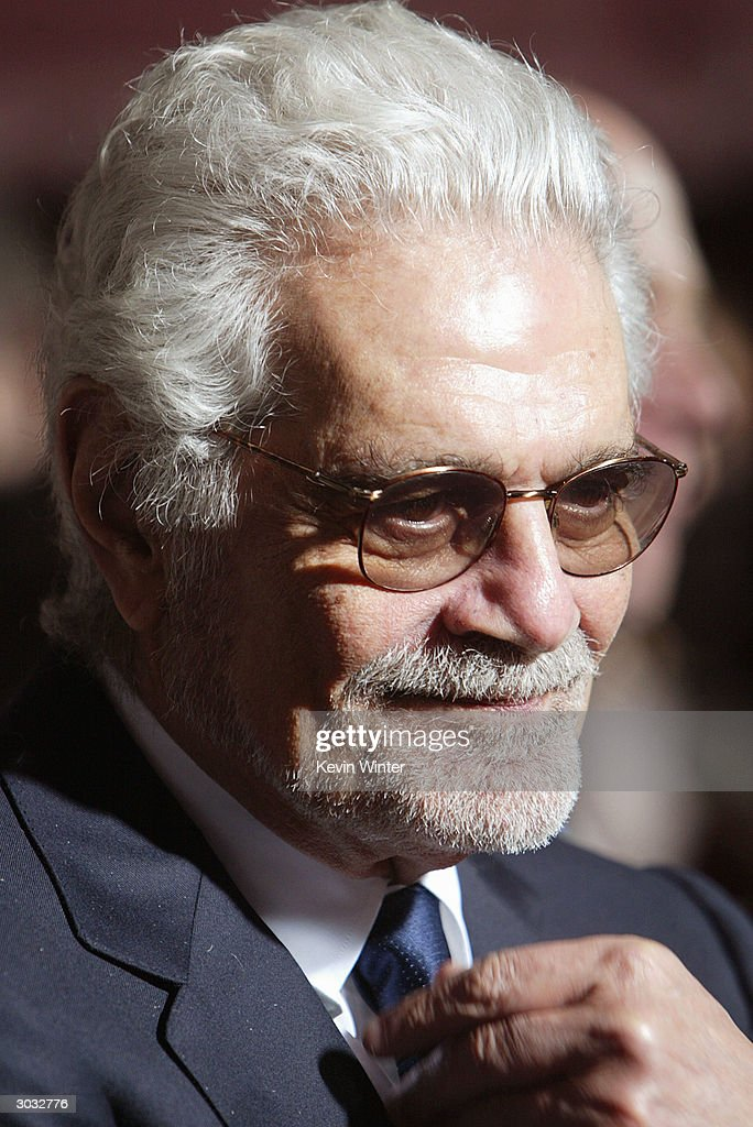 Actor Omar Sharif arrives at the premiere of Touchstone's 'Hildago' at the El Capitan Theatre on March 1, 2004 in Los Angeles, California.