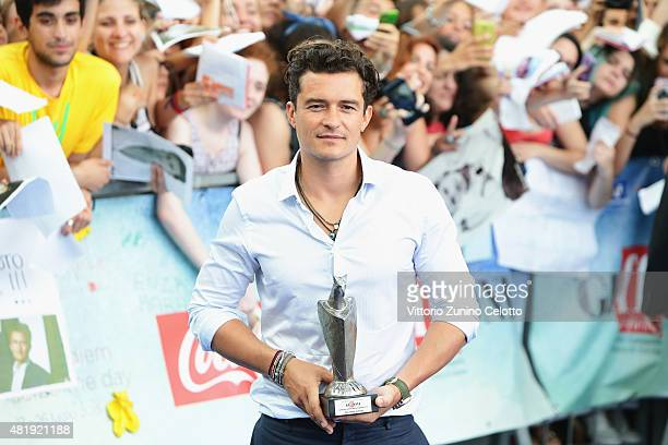 Actor Orlando Bloom poses with the Giffoni Experience Award during Giffoni Film Festival 2015 Day 9 blue carpet on July 25 2015 in Giffoni Valle...