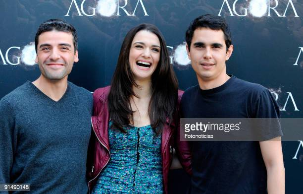 Actor Oscar Isaac actress Rachel Weisz and actor Max Minghella attend the 'Agora' photocall at the Biblioteca Nacional on October 6 2009 in Madrid...