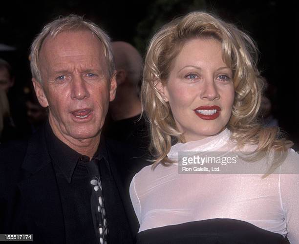 Actor Paul Hogan and actress Linda Kozlowski attend the premiere of Crocodile Dundee in Los Angeles on April 18 2001 at the Paramount Theater in...