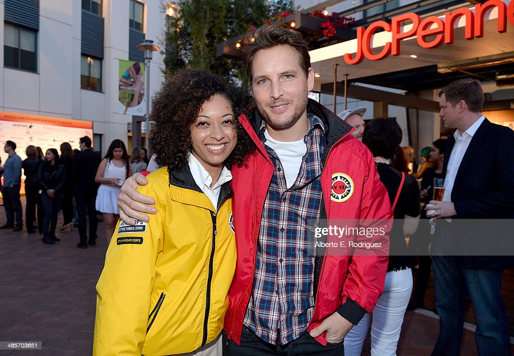 Actor <a gi-track='captionPersonalityLinkClicked' href=/galleries/search?phrase=Peter+Facinelli&family=editorial&specificpeople=233464 ng-click='$event.stopPropagation()'>Peter Facinelli</a>(R) and City Year Los Angeles AmeriCorps member attend the City Year Los Angeles 'Spring Break' Fundraiser at Sony Studios on April 19, 2014 in Los Angeles, California.