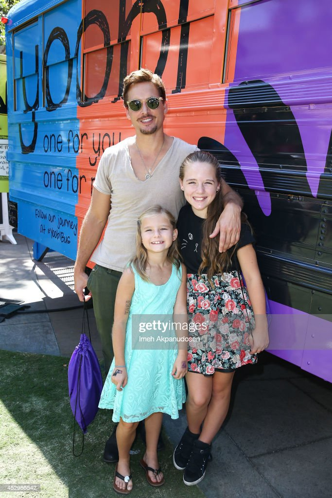 Actor Peter Facinelli and his daughters Fiona Eve Facinelli and Lola Ray Facinelli attend Yoobi Fun Day at The Grove on July 31 2014 in Los Angeles...