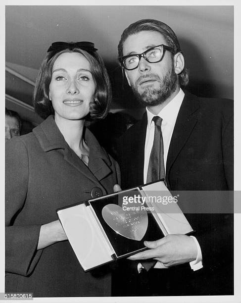 Actor Peter O'Toole with his wife Sian holding his award for best actor at the Variety Club of Britain Awards The Savoy Hotel London March 12th 1963