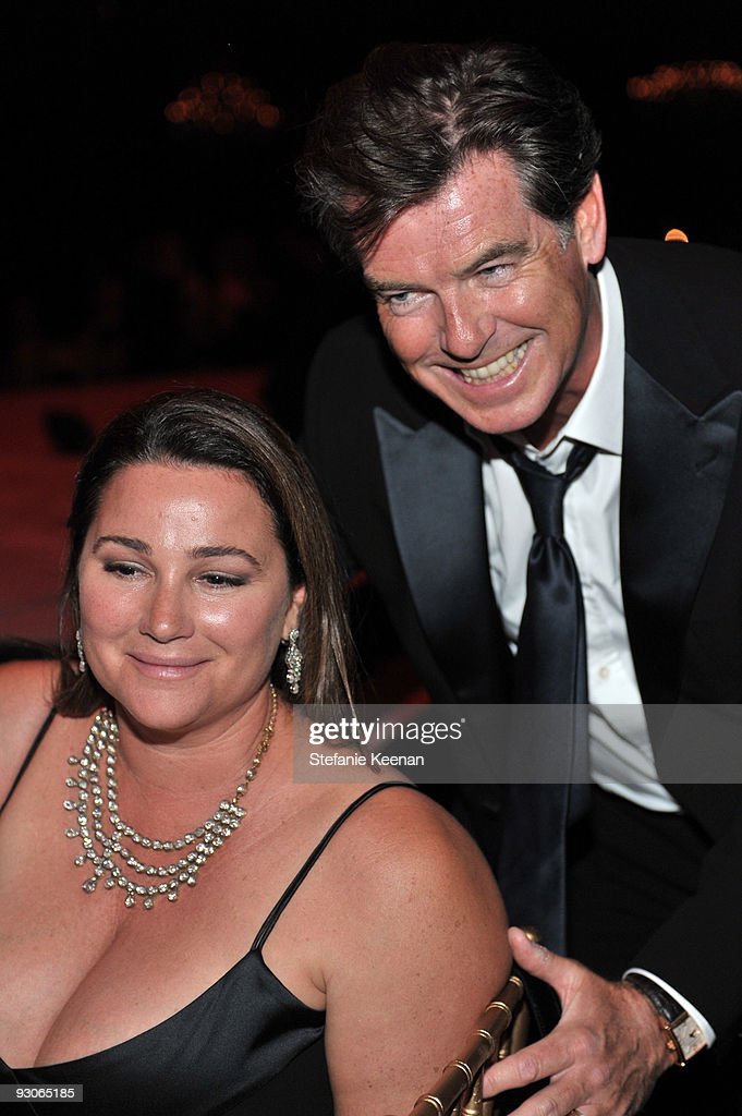 Actor <a gi-track='captionPersonalityLinkClicked' href=/galleries/search?phrase=Pierce+Brosnan&family=editorial&specificpeople=194774 ng-click='$event.stopPropagation()'>Pierce Brosnan</a> (R) and wife actress <a gi-track='captionPersonalityLinkClicked' href=/galleries/search?phrase=Keely+Shaye+Smith+-+Journalist&family=editorial&specificpeople=206655 ng-click='$event.stopPropagation()'>Keely Shaye Smith</a> attends the MOCA NEW 30th anniversary gala held at MOCA on November 14, 2009 in Los Angeles, California.