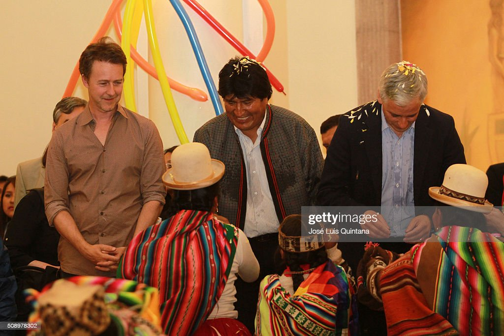 Actor, producer and director <a gi-track='captionPersonalityLinkClicked' href=/galleries/search?phrase=Edward+Norton&family=editorial&specificpeople=210580 ng-click='$event.stopPropagation()'>Edward Norton</a>, President of Bolivia <a gi-track='captionPersonalityLinkClicked' href=/galleries/search?phrase=Evo+Morales&family=editorial&specificpeople=272981 ng-click='$event.stopPropagation()'>Evo Morales</a> and Vicepresident of Bolivia <a gi-track='captionPersonalityLinkClicked' href=/galleries/search?phrase=Alvaro+Garcia+Linera&family=editorial&specificpeople=4606467 ng-click='$event.stopPropagation()'>Alvaro Garcia Linera</a> smile during a folkloric ceremony during <a gi-track='captionPersonalityLinkClicked' href=/galleries/search?phrase=Edward+Norton&family=editorial&specificpeople=210580 ng-click='$event.stopPropagation()'>Edward Norton</a> visit to Bolivia as part of Oruro Carnival at Palacio de Gobierno on February 05, 2016 in La Paz, Bolivia.