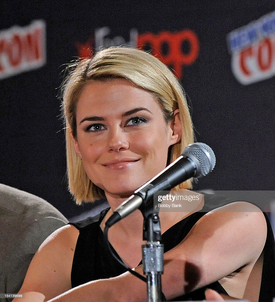 Actor Rachael Taylor attends the '666 Park Avenue Presentation and Q & A' at the 2012 New York Comic Con at the Javits Center on October 14, 2012 in New York City.