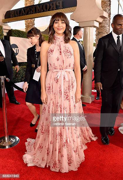 Actor Rashida Jones attends The 23rd Annual Screen Actors Guild Awards at The Shrine Auditorium on January 29 2017 in Los Angeles California 26592_013