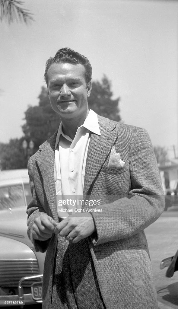 Actor <a gi-track='captionPersonalityLinkClicked' href=/galleries/search?phrase=Red+Skelton&family=editorial&specificpeople=208234 ng-click='$event.stopPropagation()'>Red Skelton</a> poses on a street in Los Angeles, California.