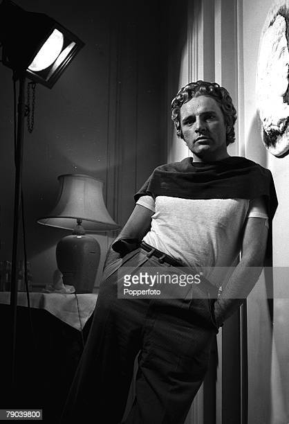 Actor Richard Burton poses as Alexander the Great at a press conference in the Savoy Hotel 1955 He played the historical leader in 1956