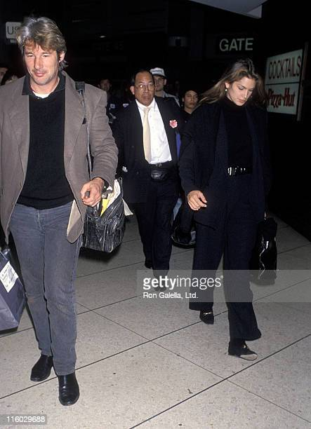 Actor Richard Gere and model Cindy Crawford arrive from New York City on November 8 1992 at Los Angeles International Airport in Los Angeles...