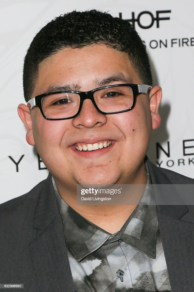 ¿Cuánto mide Rico Rodríguez? - Real height Actor-rico-rodriguez-arrives-at-the-entertainment-weekly-celebration-picture-id632996992