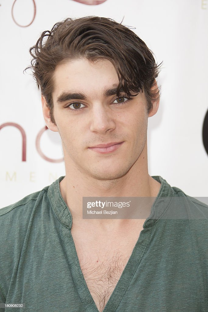 Actor <a gi-track='captionPersonalityLinkClicked' href=/galleries/search?phrase=RJ+Mitte&family=editorial&specificpeople=4542119 ng-click='$event.stopPropagation()'>RJ Mitte</a> attends Bellafortuna Luxury Gift Suite Presented By Feri on September 17, 2013 in Beverly Hills, California.