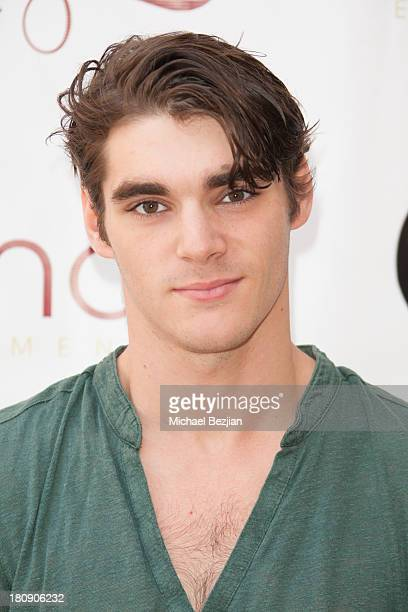 Actor RJ Mitte attends Bellafortuna Luxury Gift Suite Presented By Feri on September 17 2013 in Beverly Hills California
