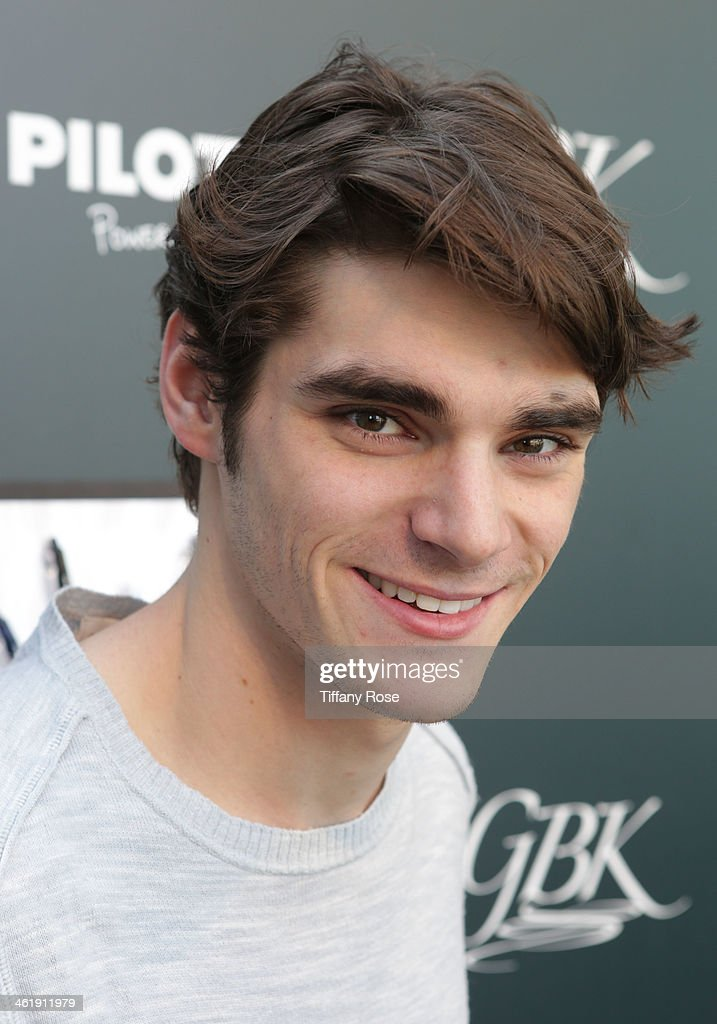Actor RJ Mitte attends the GBK & Pilot Pen Pre-Golden Globe Gift Lounge on January 11, 2014 in Beverly Hills, California.