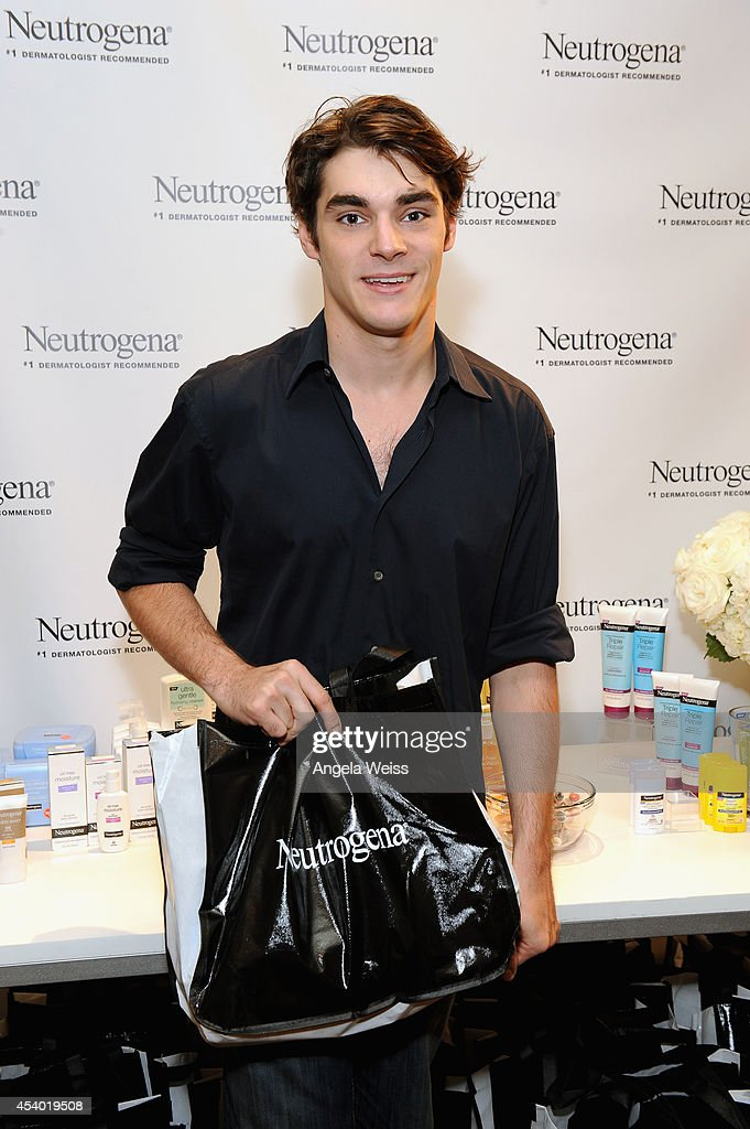Actor RJ Mitte attends the HBO Luxury Lounge featuring PANDORA at Four Seasons Hotel Los Angeles at Beverly Hills on August 23 2014 in Beverly Hills...