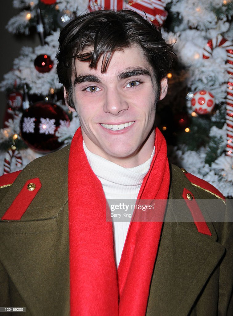 Actor RJ Mitte attends Venice Magazine and Coca Cola's Parade Viewing Party at the Roosevelt Hotel on November 28, 2010 in Hollywood, California.