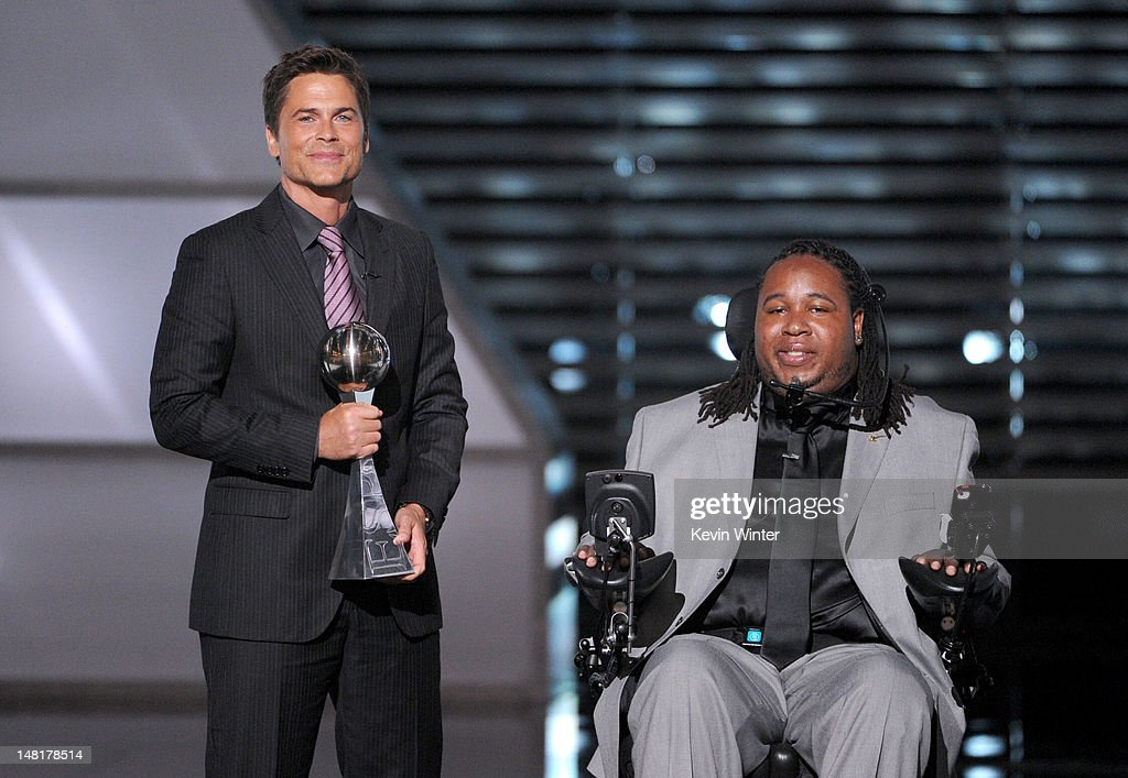 Actor <a gi-track='captionPersonalityLinkClicked' href=/galleries/search?phrase=Rob+Lowe&family=editorial&specificpeople=211607 ng-click='$event.stopPropagation()'>Rob Lowe</a> presents the Jimmy V Award for Perseverence to Eric LeGrand onstage during the 2012 ESPY Awards at Nokia Theatre L.A. Live on July 11, 2012 in Los Angeles, California.