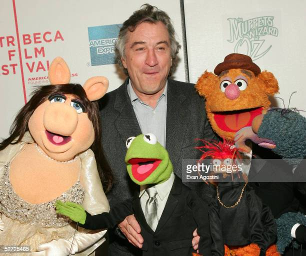 Actor Robert De Niro Miss Piggy Kermit The Frog Pepe The King Prawn Gonzo and Fozzy Bear attends the premiere of 'The Muppets Wizard of Oz' at the...