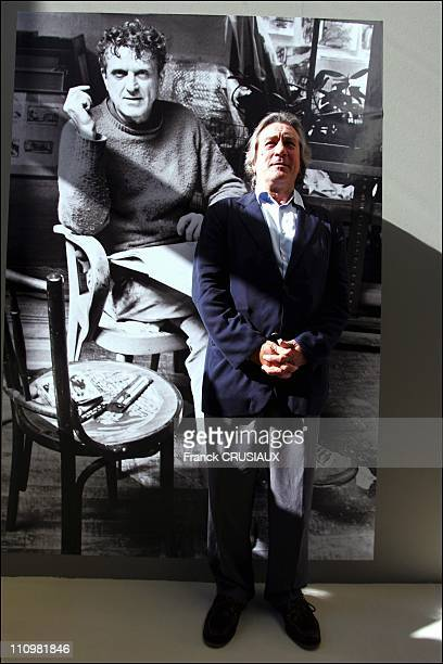 US actor Robert De Niro poses next to a painting by his father Robert Sr which was donated to La Piscine by the Salander O'Reilly gallery in an...