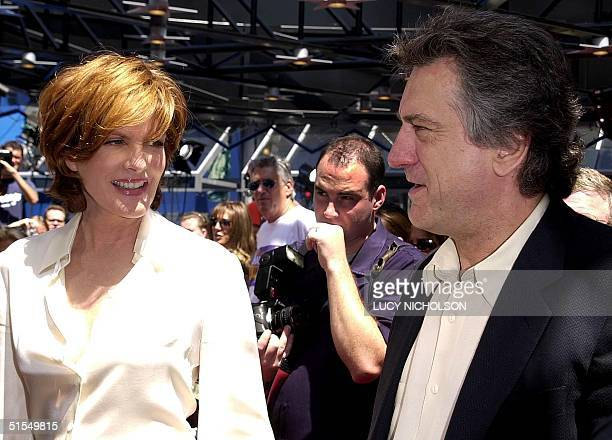 US actor Robert DeNiro meets costar Rene Russo at the premiere of their new film 'The Adventures of Rocky and Bullwinkle' at Universal Studios 24...