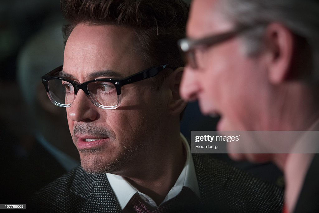 Actor Robert Downey Jr. visits the trading floor at the New York Stock Exchange (NYSE) in New York, U.S., on Tuesday, April 30, 2013. U.S. stocks fell as business activity unexpectedly shrank in April for the first time in more than three years, offsetting a rise in confidence among American consumers. Photographer: Scott Eells/Bloomberg via Getty Images