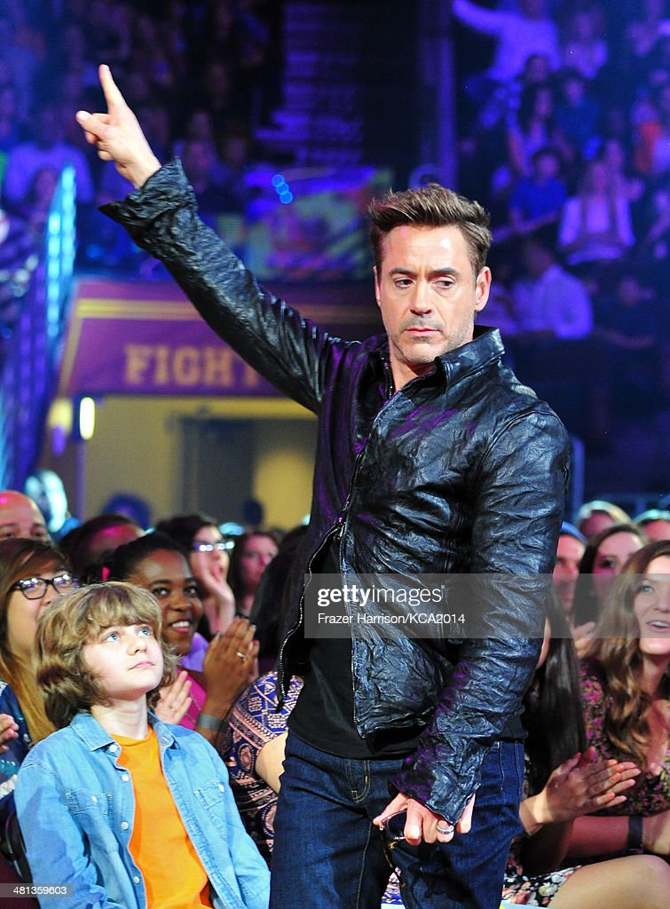 Actor <a gi-track='captionPersonalityLinkClicked' href=/galleries/search?phrase=Robert+Downey+Jr.&family=editorial&specificpeople=204137 ng-click='$event.stopPropagation()'>Robert Downey Jr.</a>,accepts the award for Favorite Male Butt Kicker at Nickelodeon's 27th Annual Kids' Choice Awards held at USC Galen Center on March 29, 2014 in Los Angeles, California.