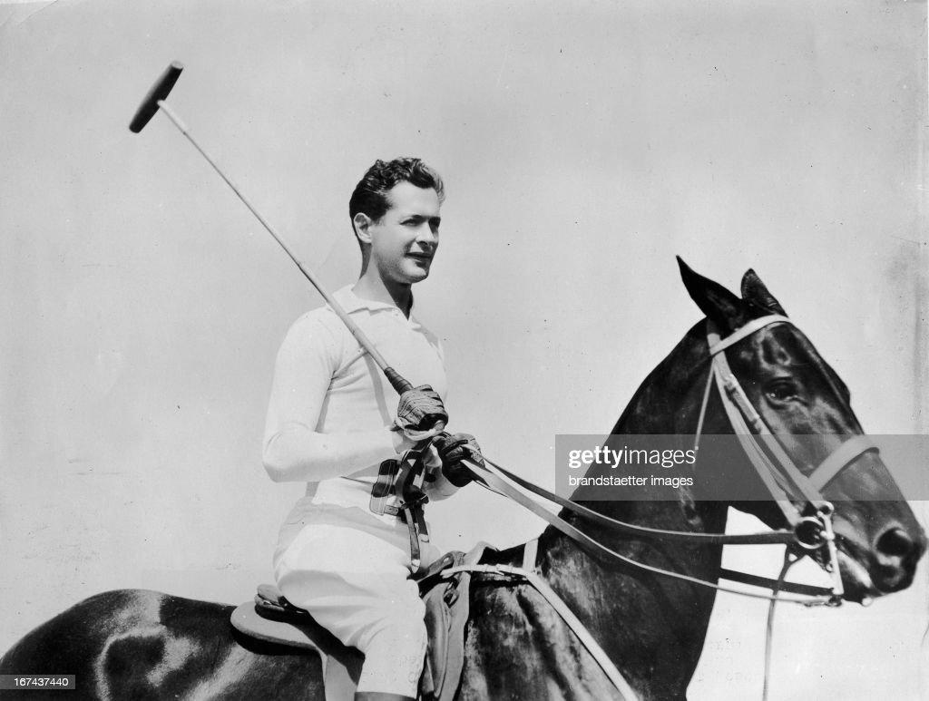 Actor Robert Montgomery playing polo. California. About 1930. Photograph. (Photo by Imagno/Getty Images) Schauspieler Robert Montgomery auf dem Polopferd. kalifornien. Um 1930. Photographie.