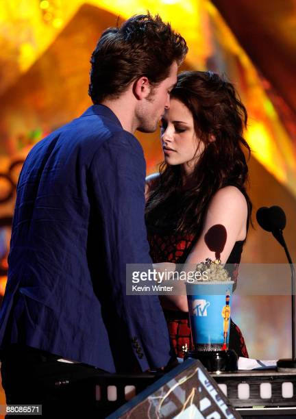 Actor Robert Pattinson and actress Kristen Stewart accept the Best Kiss award onstage during the 18th Annual MTV Movie Awards held at the Gibson...
