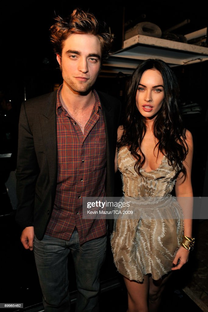 Actor <a gi-track='captionPersonalityLinkClicked' href=/galleries/search?phrase=Robert+Pattinson&family=editorial&specificpeople=734445 ng-click='$event.stopPropagation()'>Robert Pattinson</a> and actress <a gi-track='captionPersonalityLinkClicked' href=/galleries/search?phrase=Megan+Fox&family=editorial&specificpeople=2239934 ng-click='$event.stopPropagation()'>Megan Fox</a> backstage during the Teen Choice Awards 2009 held at the Gibson Amphitheatre on August 9, 2009 in Universal City, California.