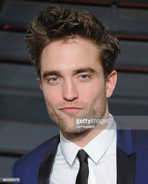 Actor Robert Pattinson arrives at the 2015 Vanity Fair Oscar Party Hosted By Graydon Carter at Wallis Annenberg Center for the Performing Arts on...