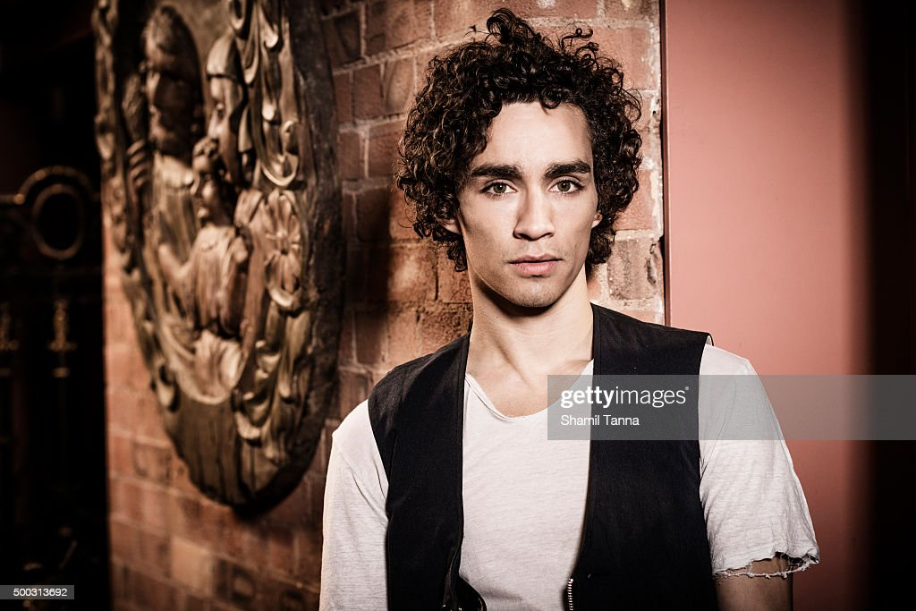 Robert Sheehan Magazine