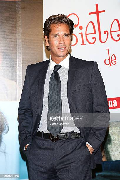 Actor Roberto Palazuelos attends the '7 Anos de Matrimonio' Mexico City premiere red carpet at Plaza Carso on January 22 2013 in Mexico City Mexico