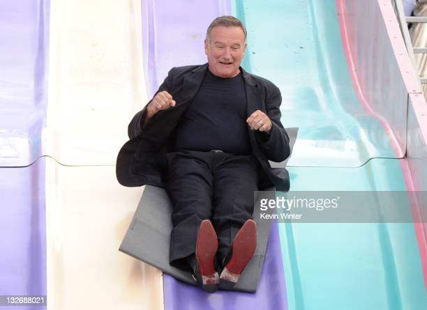 Actor Robin Williams attends the Premiere of Warner Bros Pictures' 'Happy Feet Two' at Grauman's Chinese Theatre on November 13 2011 in Hollywood...
