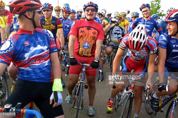 Actor Robin Williams center and cyclist Lance Armstrong right wait in the starting line for the Ride for the Roses bike ride April 8 2001 in Austin...
