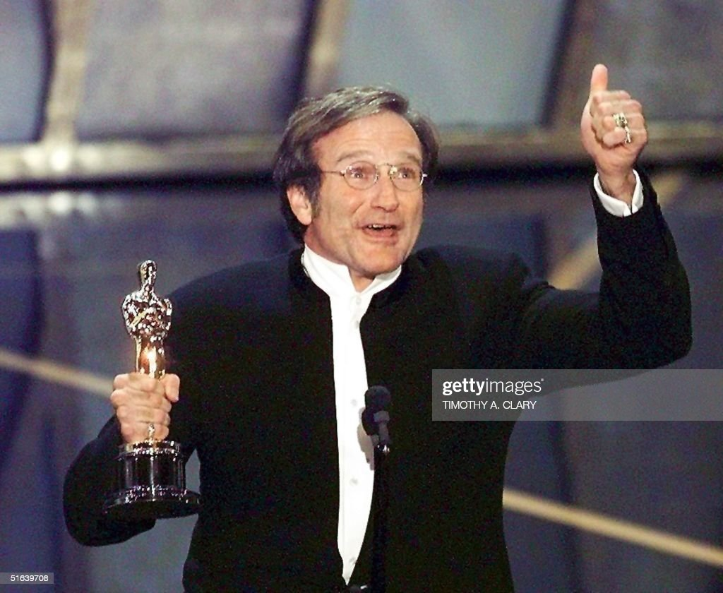 Actor Robin Williams holds up his Oscar after winning in the Best Actor in a Supporting Role category during the 70th Academy Awards 23 March at the Shrine Auditorium in Los Angeles. Williams won for his role as a psychotherapist helping a troubled math genius in 'Good Will Hunting.' (ELECTRONIC IMAGE) AFP PHOTO Timothy A. CLARY