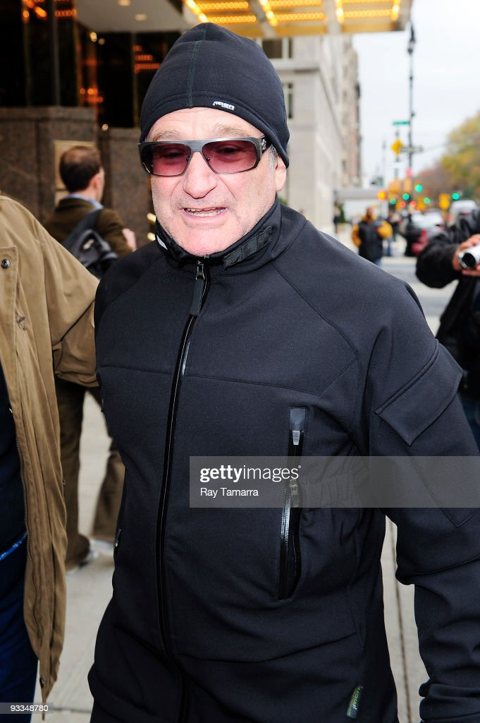 Actor <a gi-track='captionPersonalityLinkClicked' href=/galleries/search?phrase=Robin+Williams&family=editorial&specificpeople=174322 ng-click='$event.stopPropagation()'>Robin Williams</a> leaves his Midtown Manhattan hotel on November 23, 2009 in New York City.