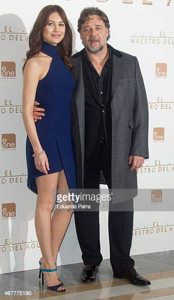 Actor Russell Crowe and actress Olga Kurylenko attend the 'El Maestro del Agua' photocall at the Villamagna Hotel on March 27 2015 in Madrid Spain