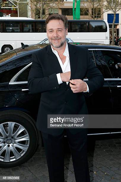 Actor Russell Crowe arrives for the Paris premiere of 'Noah' directed by Darren Aronofsky at Cinema Gaumont Marignan on April 1 2014 in Paris France