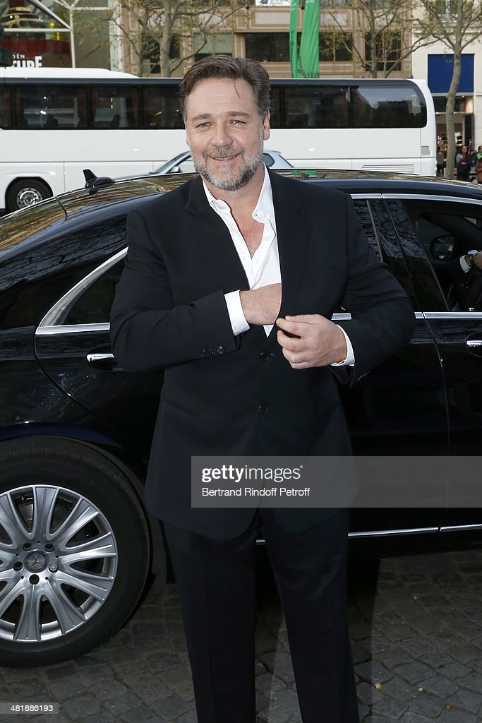 Actor <a gi-track='captionPersonalityLinkClicked' href=/galleries/search?phrase=Russell+Crowe&family=editorial&specificpeople=202609 ng-click='$event.stopPropagation()'>Russell Crowe</a> arrives for the Paris premiere of 'Noah' directed by Darren Aronofsky at Cinema Gaumont Marignan on April 1, 2014 in Paris, France.