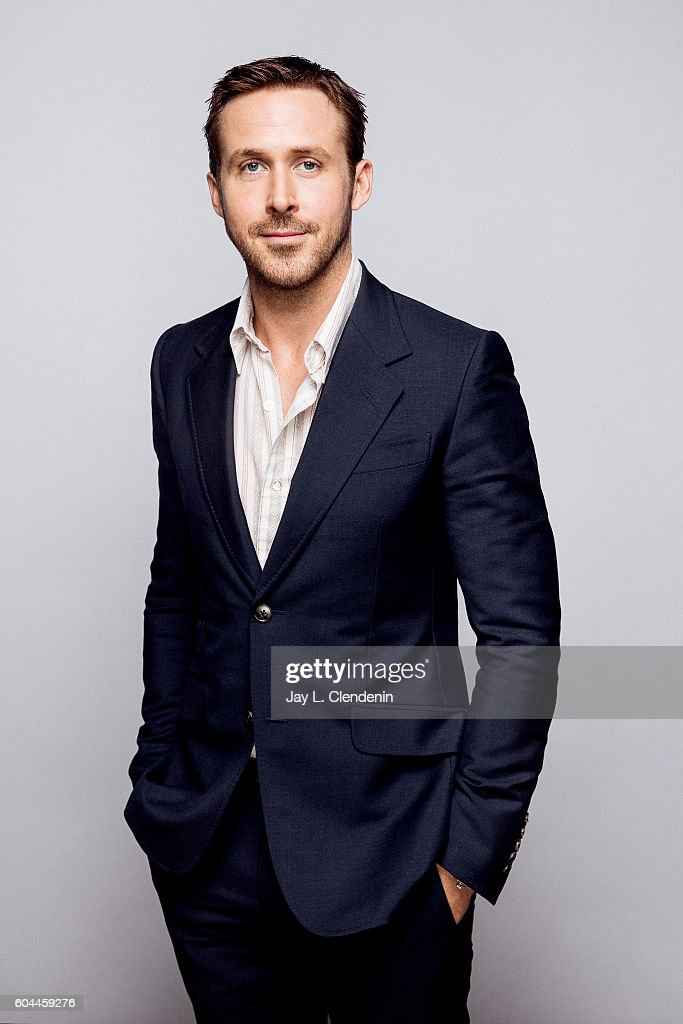 actor-ryan-gosling-of-land-poses-for-a-portraits-at-the-toronto-film-picture-id604459276