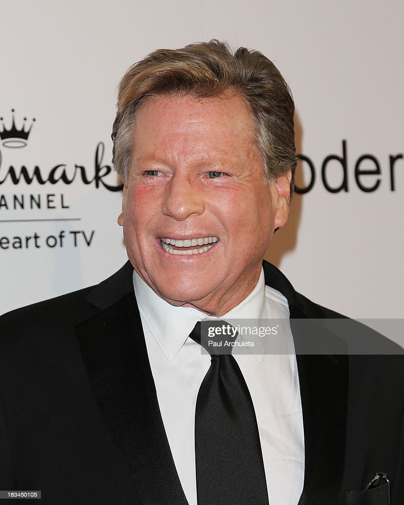 Actor <a gi-track='captionPersonalityLinkClicked' href=/galleries/search?phrase=Ryan+O%27Neal&family=editorial&specificpeople=213209 ng-click='$event.stopPropagation()'>Ryan O'Neal</a> attends the 3rd annual American Humane Association Hero Dog Awards at The Beverly Hilton Hotel on October 5, 2013 in Beverly Hills, California.
