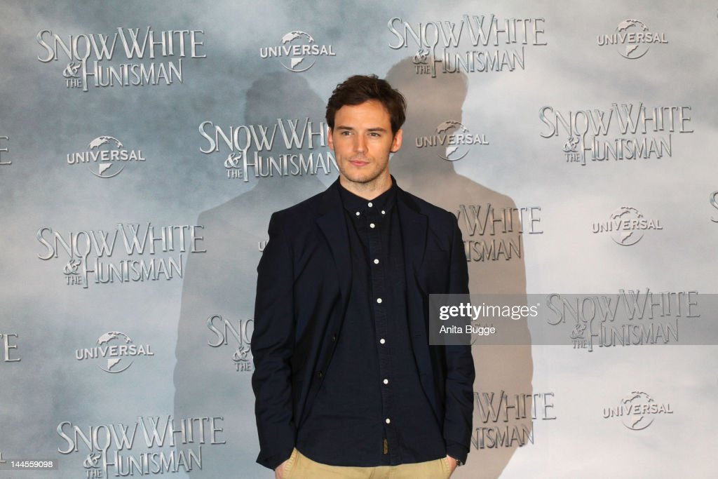 Actor <a gi-track='captionPersonalityLinkClicked' href=/galleries/search?phrase=Sam+Claflin&family=editorial&specificpeople=7238693 ng-click='$event.stopPropagation()'>Sam Claflin</a> attends the 'Snow White And The Huntsman' photocall at Ritz Carlton Hotel on May 16, 2012 in Berlin, Germany.