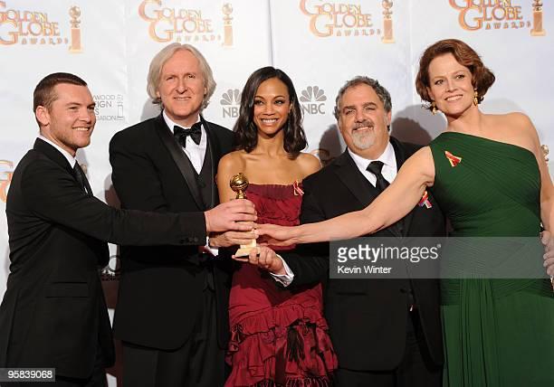 Actor Sam Worthington Director James Cameron actress Zoe Saldana producer Jon Landau and actress Sigourney Weaver winners of Best Motion Picture...